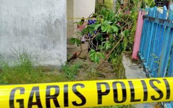 Garis polisi dipasang di TKP, SDN 2 Bukit Tunggal