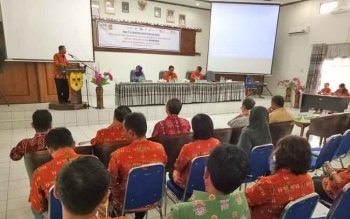 Sekretaris BP3D Gunung Mas (Gumas) Elisa menyampaikan laporan pelaksanaan kegiatan multi stakeholder forum (MSF) program kesehatan dan gizi berbasis masyarakat.