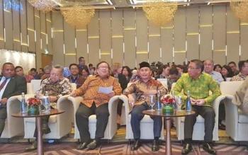 Gubernur Kalteng Sugianto Sabran berdampingan dengan Menteri PPN atau Kepala Bappenas Bambang PS Brojonegoro dalam IDF Forum, di Jakarta, Kamis (10/8/2017).
