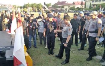 Kapolri Jenderal Tito Karnavian mengecek peralatan kesiapsiagaan antisipasi karhutla di Polda Kalteng, Rabu (9/8/2017).
