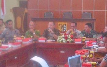 Bupati Barito Selatan Eddy Raya Samsuri saat menghadiri mediasi antara eks karyawan PT BAP dengan pemilik perusahaan, beberapa waktu lalu.
