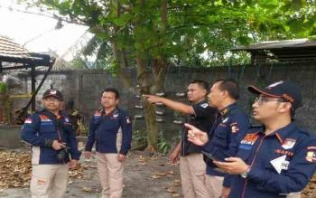 Pusinafis mengecek SD di Palangka Raya yang terbakar