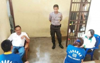 Dinas Kesehatan Sukamara saat melakukan pemeriksaan kesehatan pada tahanan polres.