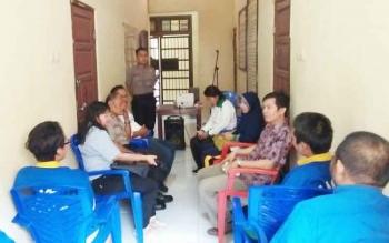 Dinas Kesehatan saat melakukan pemeriksaan kesehatan pada tahanan sementara di Polres Sukamara.