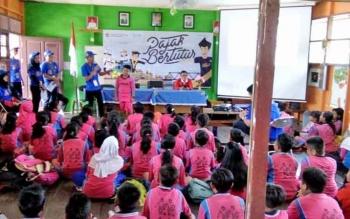 Suasana kegiatan pajak bertutur yang dilakukan KP2KP Nanga Bulik di SDN 6 Bulik, Jumat (11/8/2017)