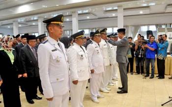 Bupati Barito Utara Nadalsyah saat mengambil sumpah janji jabatan 185 pejabat pimpinan tinggi pratama, administrator, dan pengawas, Jumat (11/8/2017) sore.
