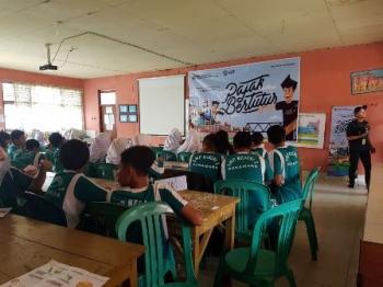 Pelajar SMPN 1 dan MTsN Sukamara mengikuti kegiatan Pajak Bertutur yang digelar Kantor Pelayanan Penyuluhan dan Konsultasi Perpajakan Sukamara, Sabtu (12/8/2017).\\r\\n
