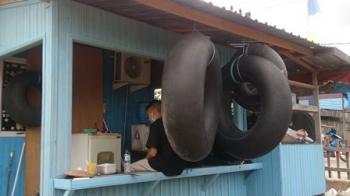 Karang Taruna Bina Bhakti Kelurahan Baru, Kecamatan Arut Selatan, Kabupaten Kobar, mengagendakan memecahkan rekor MURI berenang mengikuti arus Sungai Arut, Pangkalan Bun, menggunakan pelampung dari ban bekas.