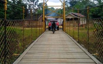 Akses jalan menuju salah satu desa di Kabupaten Murung Raya.