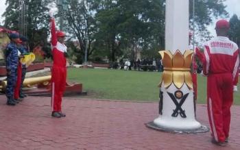 Calon anggota paskibra terus mengadakan latihan pemantapan di halaman Kantor Bupati Kobar, Senin (14/8/2017).