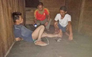 Salah satu warga Desa Mangkahui yang sekarang tengah dipasung oleh keluarganya.