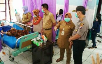 Bupati Barito Utara Nadalsyah bersama Kapolres AKBP Tato Pamungkas Suyono dan beberapa kepala SOPD saat kunjungan dan anjangsana di RSUD Muara Teweh, Selasa (15/8/2017).