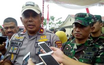 Kapolda Kalteng Brigadir Jenderal Anang Revandoko didampingi Danrem 102/Pjg Kolonel Arm M Naudi Nurdika memberikan keterangan kepada wartawan, Selasa (15/8/2017).