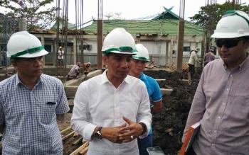 Bupati Kotim Supian Hadi saat meninjau pembangunan gedung Rumah Sakit Umum Daerah (RSUD) Dr Murjani Sampit, beberapa waktu lalu.