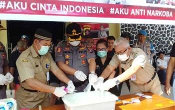Pemusnahan sabu senilai ratusan juta di Polres Kotim, Selasa (15/8/2017).