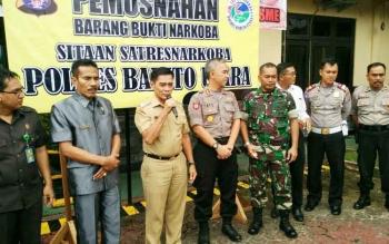 Wakil Bupati Barito Utara, Ompie Herby saat menghadiri acara pemusnahan barang bukti narkoba