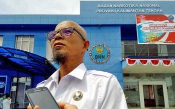 Plt Kepala BNN Kalteng Baja Sukma memberikan keterangan kepada wartawan, Rabu (16/8/2017).