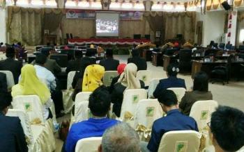 DPRD Kabupaten Barito Utara mendengarkan pidato kenegaraan saat rapat paripurna istimewa, Rabu (16/8/2017)
