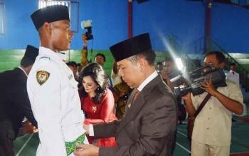 Bupati Kapuas Ben Brahim S Bahat bertindak sebagai Inspektur Upacara Pengukuhan di GOR Panunjung Tarung, Selasa (15/8/2017) malam.