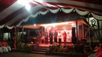 Perwakilan lima agama membacakan doa secara bergantian saat resepsi kenegaraan dalam rangka HUT ke-72 kemerdekaan RI di Kuala Kapuas, Kabupaten Kapuas, Kamis (17/8/2017) malam.