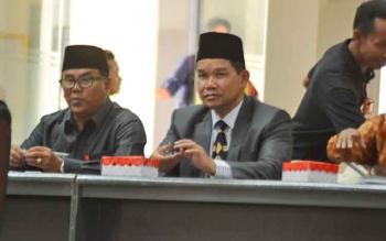 Asisten Pemerintahan dan Kesra Setda Barito Utara, Hendro Nakalelo saat rapat kerja membahas beasiswa untuk mahasiswa FK-UPR di gedung DPRD Barito Utara, Jumat (18/8/2017).