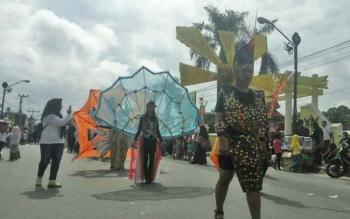 Rangkaian HUT ke 72 RI, Pemkab Kobar Gelar Karnaval Marunting Batu Aji