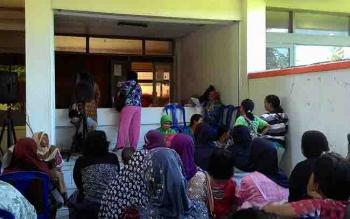 Penyaluran Dana Program Simpanan Keluarga Sejahtera (PSKS) melalui Kantor Pos Indonesia.\r\n