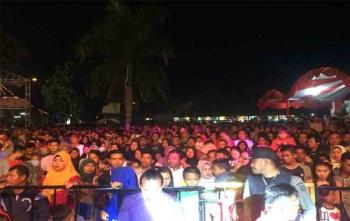Ribuan masyarakat Pangkalan Bun, Kabupaten Kotawaringin Barat membanjiri konser Merah Putih Marunting Batu Aji, Sabtu (19/8/2017) malam