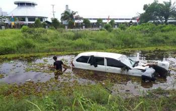 Inilah mobil yang menghindari kucing nyeberang lalu nyemplung sungai pengaringan, Minggu (20/8/2017)