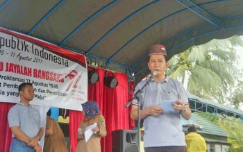 Bupati Barito Utara Nadalsyah saat menyampaikan sambutan di Desa Kandui, Kecamatan Gunung Timang, Senin (21/8/2017).