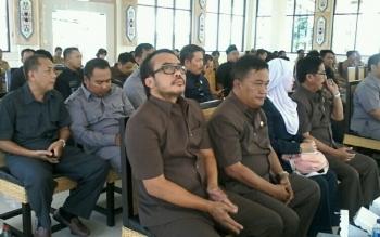 Sejumlah anggota DPRD Cilacap saat kunjungan kerja di Pemkab Katingan, Senin (21/8/2017).