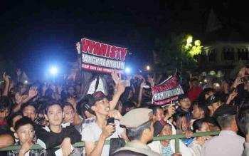 Sejumlah kelompok masyarakat dari luar Pulang Pisau yang ikut menikmati Malam Hiburan Rakyat pada acara puncak HUT Pulang Pisau dan HUT Kemerdekaan RI.