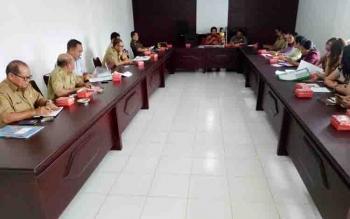 Panitia Kontingen Pesparawi Kabupaten Gunung Mas menggelar rapat di ruang rapat Badan Pengelola Aset dan Keuangan Mas, Selasa (22/8/2017)