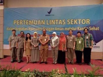Wakil Waki Kota Palangka Raya Mofit Saptono Subagio bersama pejabat dari sektor terkait berkumpul membahas Konsumsi Pangan Aman melalui Kantin Sehat, Selasa (22/8/2017).