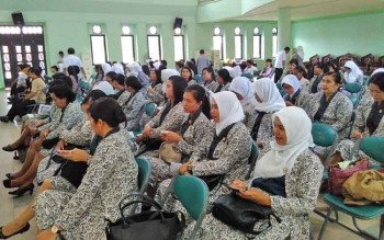 Para bidan di Kabupaten Pulang Pisau saat menghadiri perayaan HUT IBI.