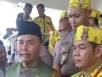 Gubernur Kalteng Sugianto Sabran saat menghadiri perayaan peringatan hari ulang tahun ke-15 Kabupaten Barito Timur di Tamiyang Layang, Rabu (23/8/2017).