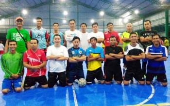 Tim futsal BNI cabang Muara Teweh bersama tim futsal PWI Barut.