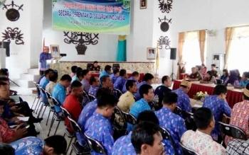 Sekda Lamandau, Arifin LP Umbing saat menyampaikan sambutan sekaligus membuka sosialisasi Dana Desa dan TP4D di Aula Bappeda Lamandau, Kamis (24/8/2017).