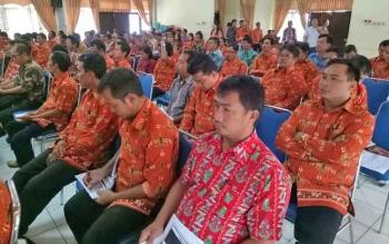 Kepala Desa di Kabupaten Gumas saat mengikuti Sosialisasi Dana Desa dan Tim Pengawal Pengan Pemerintah dan Pembangunan (TP4) di GPU Tamlung Penyang, Kuala Kurun, Kamis (24/8/2017)
