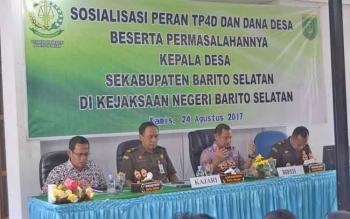 Kajari Barsel, Luhur Istigfhar bersama Bupati Eddy Raya Samsuri saat sosialisasi peran TP4D, Kamis (24/8/2017)