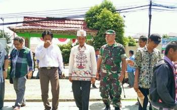 Anggota Komisi IV DPR RI Hamdhani bersama Dandim 1013/Muara Teweh Letkol Inf Adhi Giri Ibrahim, Kamis (24/8/2017).