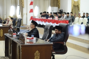 Anggota DPRD Kabupaten Barito Utara Taufik Nugraha saat menyampaikan pendapat pada Rapat Paripurna, Jumat (25/8/2017).