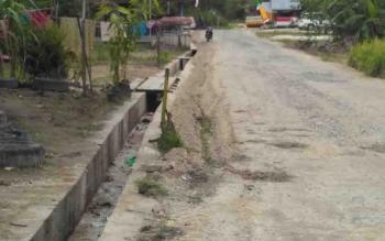Peningkatan jalan di Desa Bawan, Kecamatan Banama Tingang.