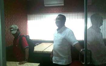 Ketua DPRD Kota Palangka Raya, Sigit K Yunianto saat mengecek keberadaan ruang pers di kantor DPRD Kota.