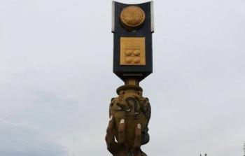 Tugu Piala Adipura yang terletak di Jalan Ahmad Yani, Kota Palangka Raya, menjadi pengingat bahwa \\\'Kota Cantik\\\' pernah meraih penghargaan tertinggi di bidang lingkungan hidup tersebut.