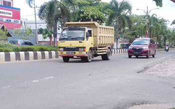Truk masih melintas di Kota Sampit, Kabupaten Kotim.