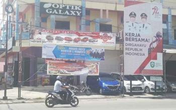 Salah satu titik reklame dan spanduk di dalam Kota Sampit.