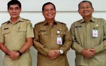 Wakil Bupati Barito Utara, Drs Ompie Herby bersama Sekda Ir H Jainal Abidin dan Kepala DInas kesehatan H Robansyah
