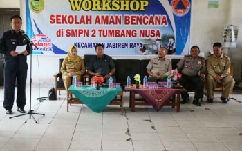 Bupati Edy Pratowo saat menyampaikan sambutannya pada acara Workshop Sekolah Aman Bencana yang dilaksanakan di SMPN 2 Jabiren, Desa Tumbang Nusa Kecamatan Jabiren Raya, Senin (28/8/2017).