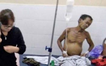 Dokter Lusiana Nova saat mengecek kondisi kesehatan Kasimin di sal umum RSUD Lamandau, Senin (28/8/2017) malam.
